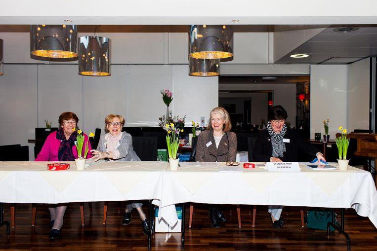Stembureau seniorenresidentie Van Ommerenpark in Wassenaar. Beeld Renate Beense