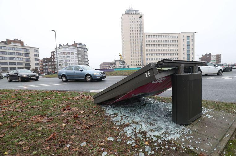 Afgelopen nacht werden in Charleroi zware vernielingen aangebracht bij rellen. Beeld BELGA