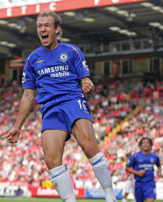 Arjen Robben scoort tegen Charlton.