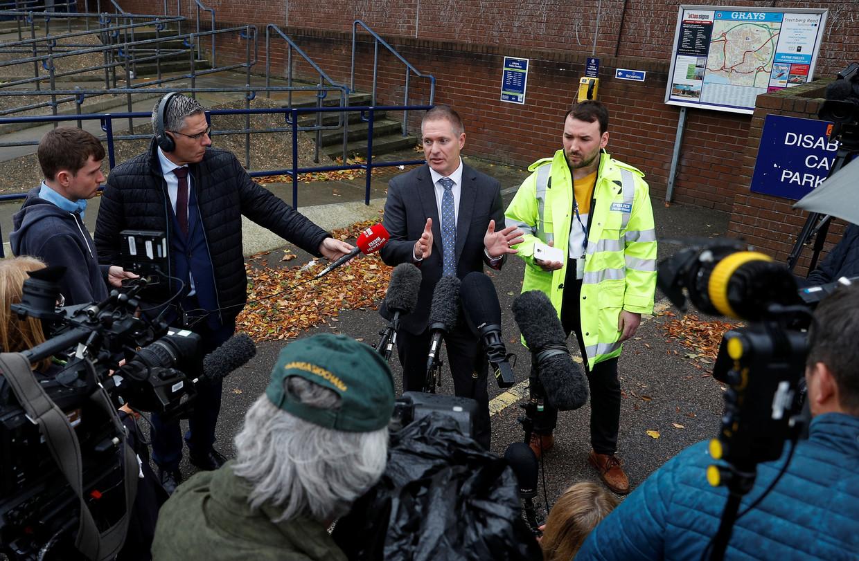 Inspecteur Martin Pasmore van de politie van Essex licht de media in over de nieuwe ontwikkelingen in het onderzoek.  Beeld REUTERS