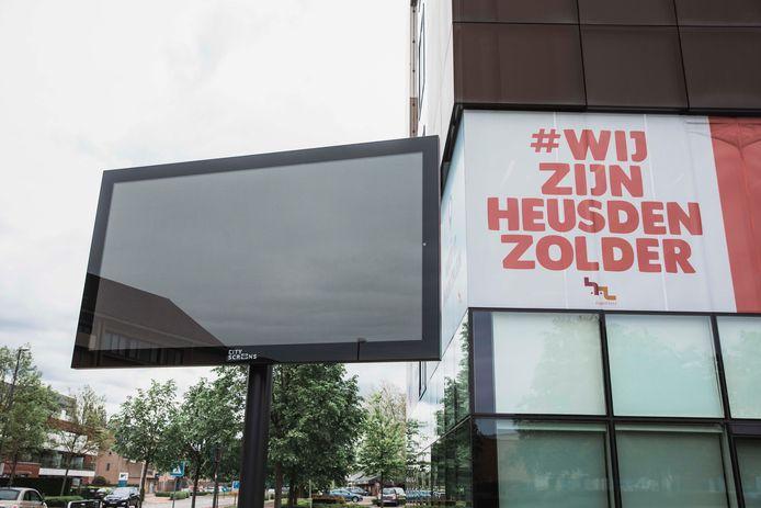 De gemeente Heusden-Zolder plaatste ook nog recent digitale borden, onder meer aan het gemeentehuis.
