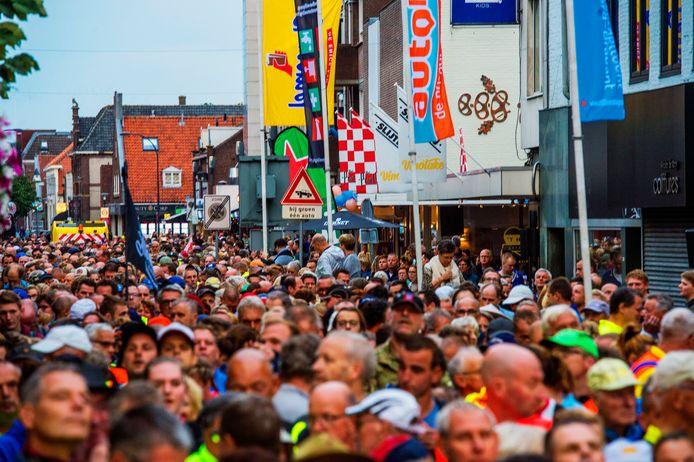 Drukte bij een vorige editie van de 80 van de Langstraat. Liefhebbers van het evenement moeten tot volgend jaar wachten.