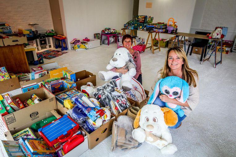 Katrien Lefever en Veronique Landuyt zamelden speelgoed in voor de minderbedeelden.