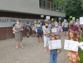 Buurtbewoners houden stil protest tegen nieuwe verkaveling in Beyerse Velden