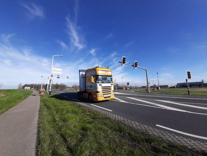 De tijdelijke verkeerslichten op de kruising van de A58 met de Oude Rijksweg (N289) bij Kruiningen.