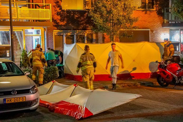Hulpdiensten rukten massaal uit naar Nijkerk waar een zwaargewonde in een tuin werd aangetroffen.