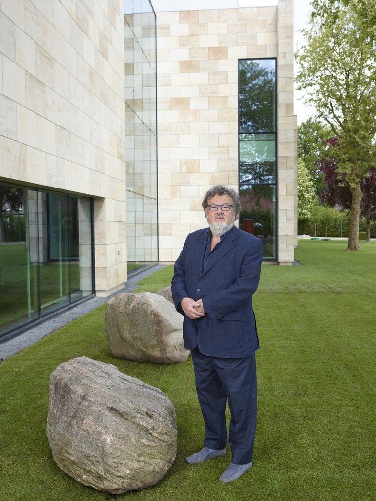Hans Melchers voor zijn gloednieuwe museum in Gorssel. Beeld Henk Wildschut