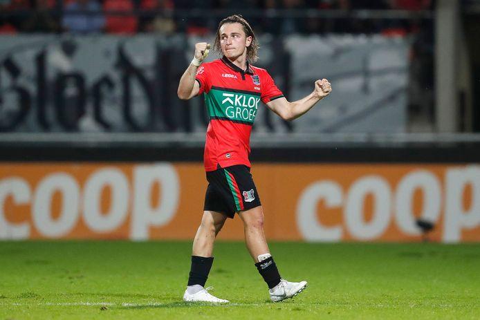 Ali Akman balt zijn vuist na zijn doelpunt voor NEC tegen PEC Zwolle.