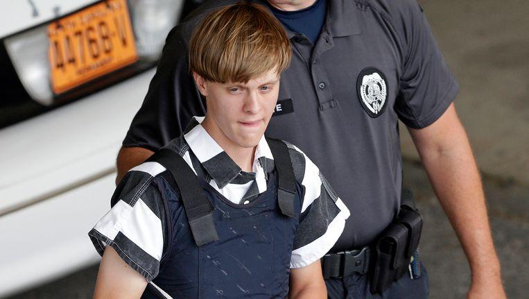 Dylann Roof wordt weggeleid nadat een federale jury hem veroordeeld heeft tot de doodstraf. Beeld AP