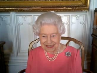 """Britse Queen Elizabeth opmerkelijk scherp voor  anti-vaxxers: """"Denk aan anderen in plaats van aan jezelf"""""""