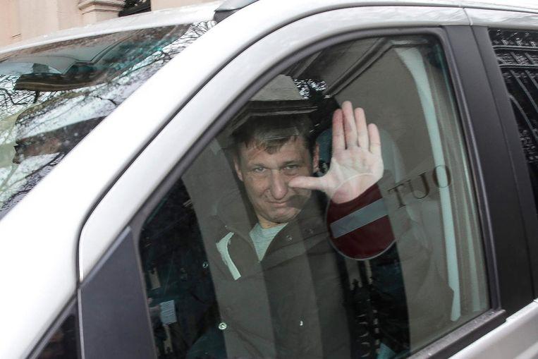 Russisch ambassadepersoneel vertrekt uit Londen. Beeld AFP