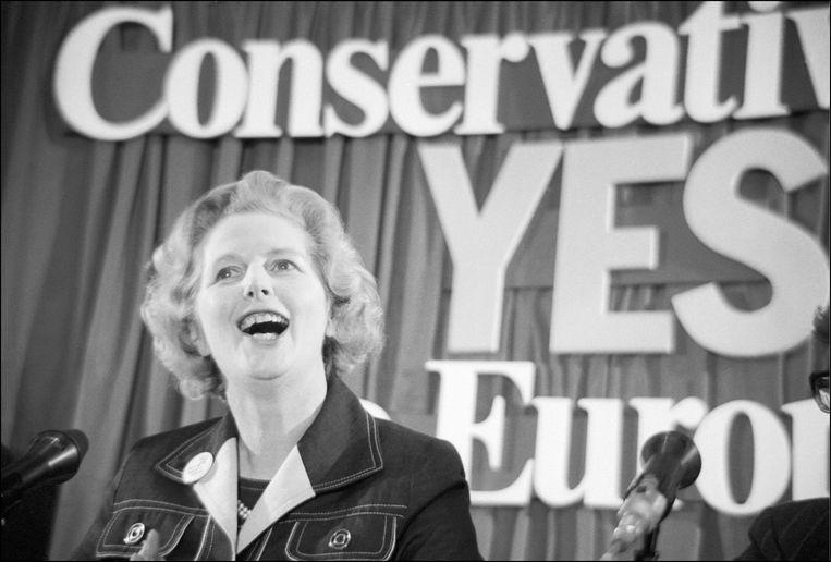 1975: een jonge Margaret Thatcher voert campagne voor Brits lidmaatschap van de EU voor het eerste referendum over de kwestie. 41 jaar later zouden de Britten de vraag opnieuw voorgeschoteld krijgen, en zou de Conservatieve partij net campagne tegen EU-lidmaatschap voeren.  Beeld Photo News