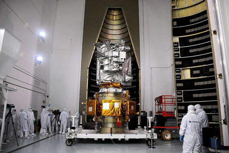 De Lunar Reconnaissance Orbiter (LRO) voorafgaand aan lancering naar de maan. (AFP) Beeld