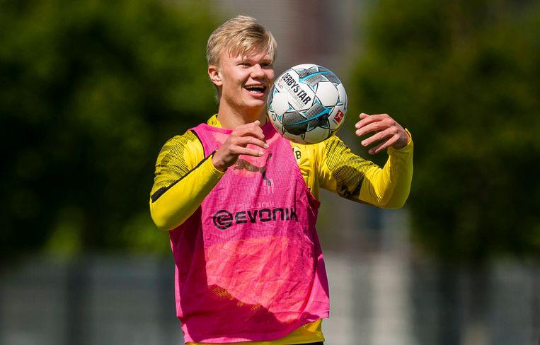 De Noorse spits Erling Haaland, dé sensatie in de eerste maanden na de winterstop in Duitsland, tijdens een training deze week met zijn club Borussia Dortmund.  Beeld BSR Agency