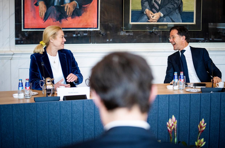 Sigrid Kaag (D66), Mark Rutte (VVD) en op de voorgrond Wopke Hoekstra (CDA) in de Rooksalon van de Tweede Kamer, waar dinsdag over een informateur werd gesproken. Beeld Freek van den Bergh / de Volkskrant