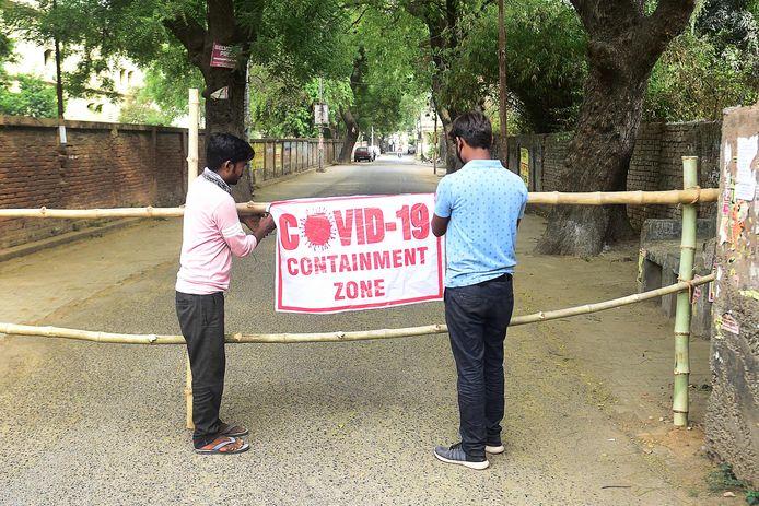Le ministère de la Santé indien a fait état jeudi de 314.835 nouvelles contaminations, un bilan quotidien qu'aucun pays au monde n'avait jusqu'alors enregistré. Cela porte à 15,9 millions le nombre total de cas officiellement recensés en Inde, deuxième pays le plus touché par la pandémie.