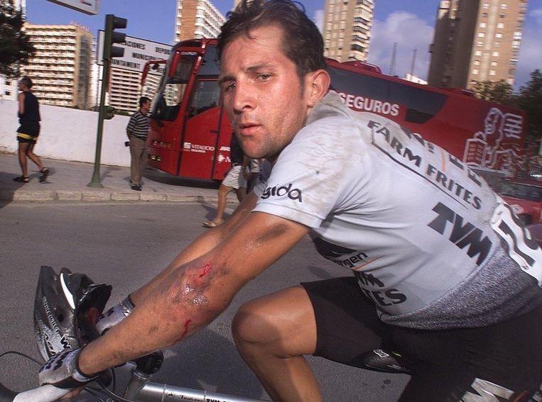 Jeroen Blijlevens na een valpartij tijdens de Tour de France van 1999 Beeld anp