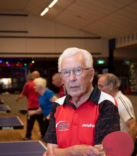 Van Manen (90) staat nog wekelijks achter de tafeltennistafel: 'Stoppen? Daar voel ik me nog veel te fit voor'