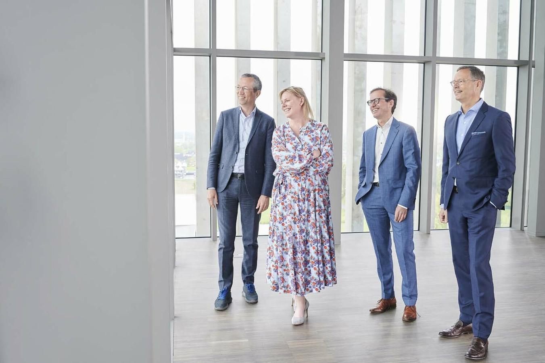 Sofie Spriet (midden) wordt de nieuwe CEO van Dewaele Vastgoedgroep.