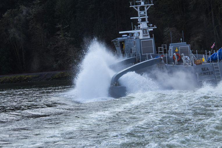 Het schip Sea Hunter kan eventueel onbemand maandenlang zelf varen om vijandelijke onderzeeboten op te sporen en aan te vallen. Beeld DARPA