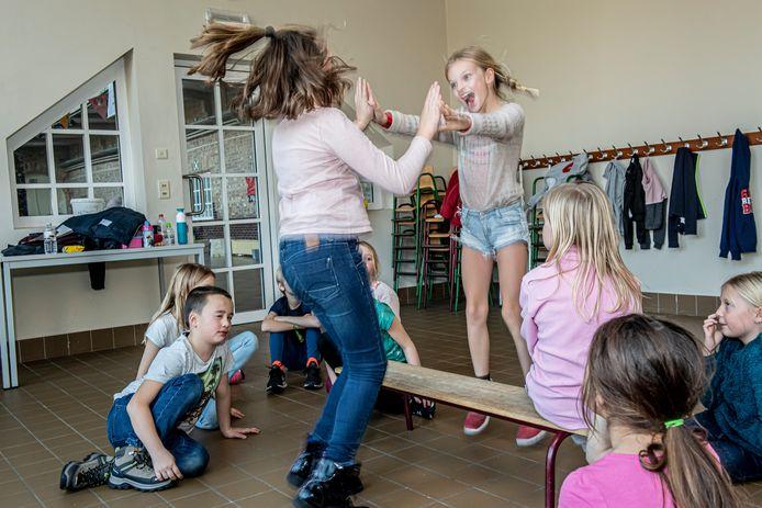 Tussendoor was er ook tijd om elkaars spiegelbeeld te dansen.