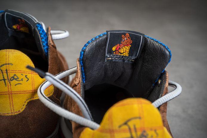 Op de tong van de Bommel-sneakers staat een afbeelding van Heer Bommel zelf.