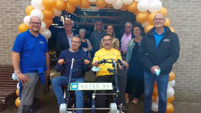 Aetec schenkt Het GielsBos elektrische duofiets