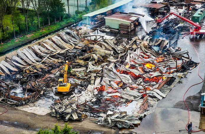 Een overzicht van wat de verwoestende brand voor enorme schade heeft aangericht.