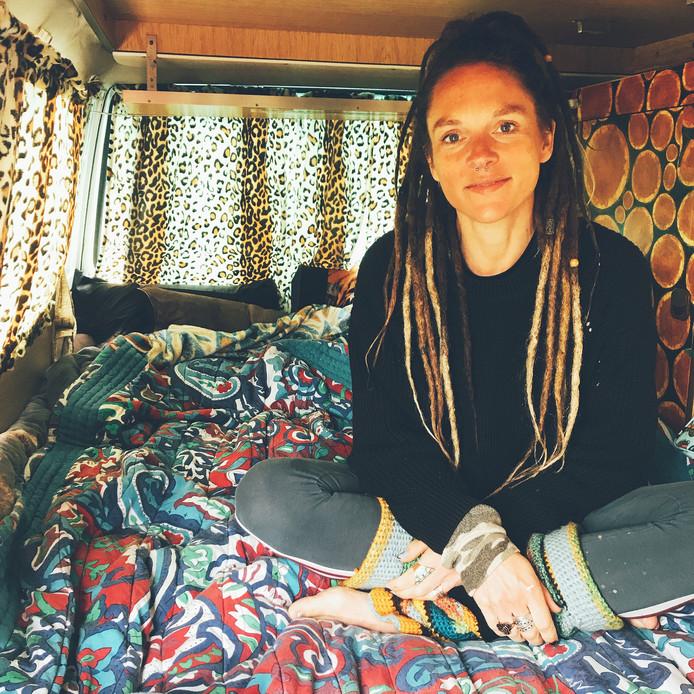 De bus van Stefanie Swaving die voor haar deur werd gestolen