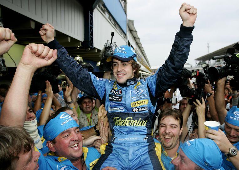 2005. Fernando Alonso viert zij eerste wereldtitel in de Formule 1 Beeld Getty Images