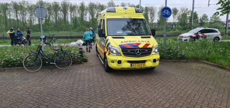 Fietser gewond door botsing met maaltijdbezorger in Duiven
