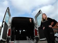 Amanda (12) haalde al 15.000 euro op voor nieuwe bus gehandicapte broertjes