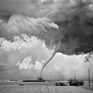 elke-geslaagde-stormfoto-is-gemaakt-door-iemand-die-een-aanzienlijk-risico-neemt