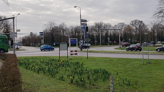 De kruising van Molenstraat en Torenstraat bij Helvoirt.