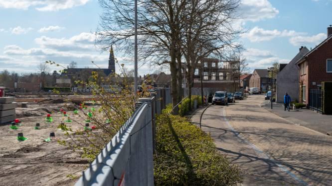 """Overbuurman Van Besouw-terrein vindt parkeerplaatsen te krap: ,,Dan kan ik straks mijn inrit niet meer uit met aanhanger"""""""