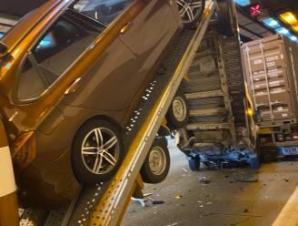 Opnieuw ongeval met 3 vrachtwagens in Kennedytunnel: grote verkeerschaos op de Antwerpse ring richting Gent