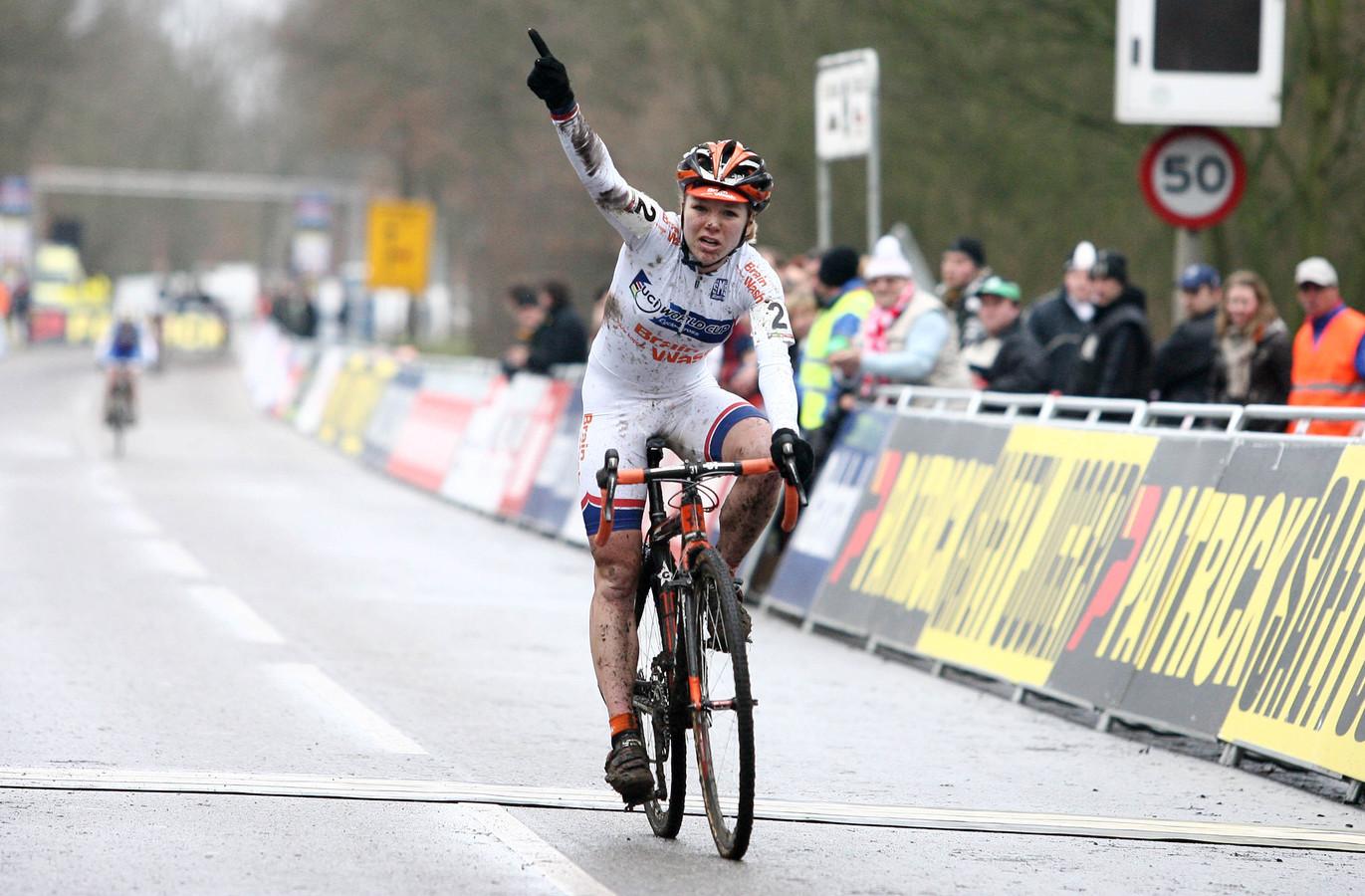 Sanne van Paassen wint de Wereldbeker 2010-2011 voor Vrouwen