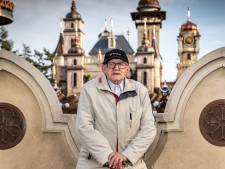 Inmiddels is 'Efteling-opa' Wim (90) zelf een attractie: iedereen wil met hem op de foto