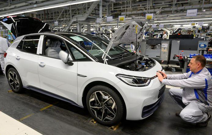 De productieband van de elektrische Volkswagen ID.3 in het Duitse Zwickau