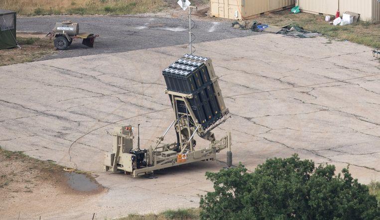 Israëlisch luchtafweergeschut bij de Syrische grens.  Beeld EPA