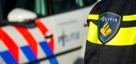 Automobilist rijdt door na aanrijding in Enschede