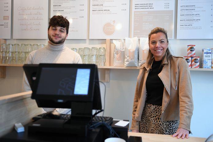 Sweet Coffee is nieuw in de Tiensestraat in Leuven. Rechts zaakvoerster Nathalie Bronckaers.