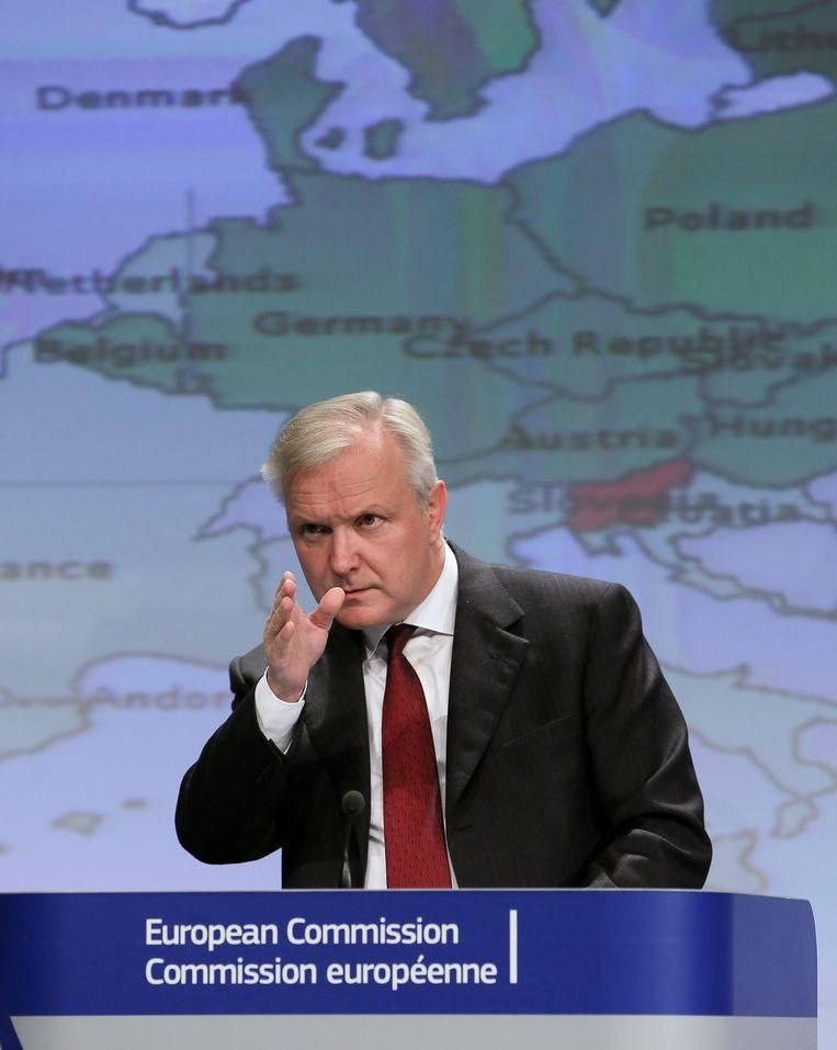 Begrotingscommissaris Olli Rehn spreekt de lidstaten toe over begrotingsdiscipline. Beeld null