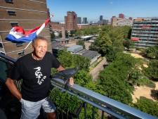 Theo (66) maakte van een rommelig pleintje een buurttuin voor iedereen