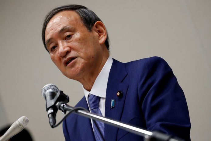 De Japanse kabinetssecretaris Yoshihide Suga
