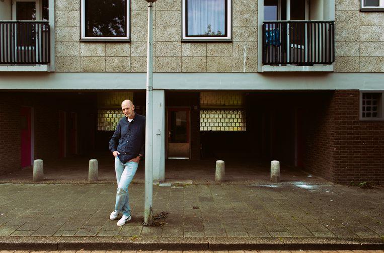 Walter van den Berg: 'Iedereen die schrijft of op het toneel staat of in een bandje speelt, wordt gedreven door ellende van vroeger.' Beeld Neeltje de Vries