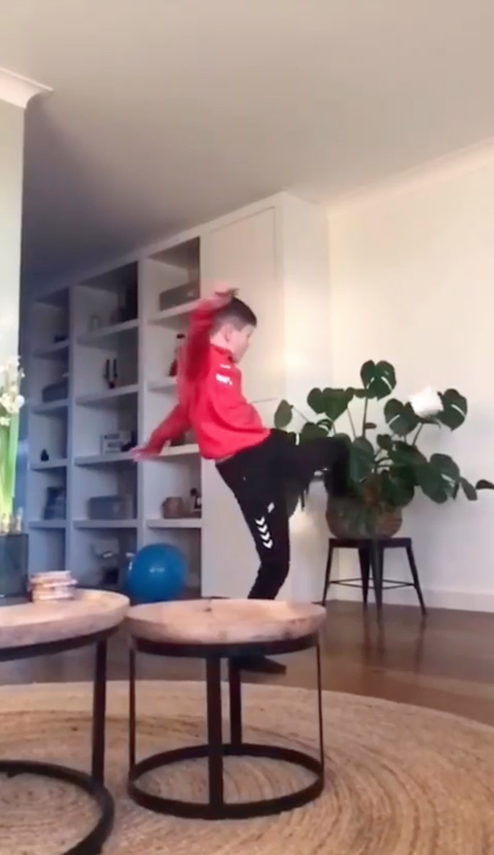 BMC-jeugd voetbalt gewoon door, thuis, met wc-rollen