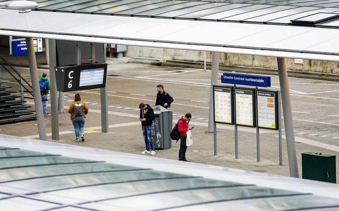Reizigers wachtten vorige week tevergeefs op vervoer tijdens de landelijke staking van het regiovervoer.