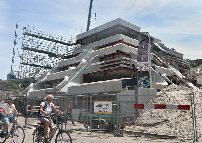Hotel Tien Torens in aanbouw in Zoutelande.