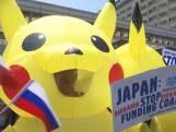 Klimaatactivisten protesteren verkleed als Pikachu